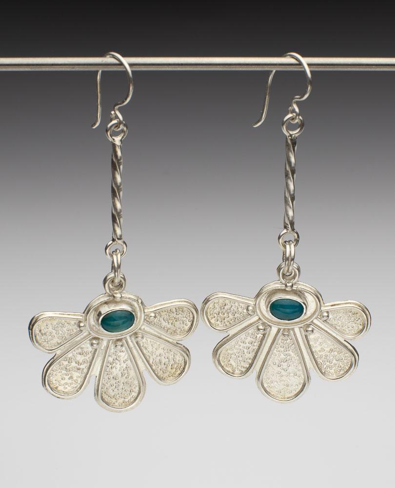 Daisy Swing Earrings Image